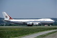 Korean Air Lines Boeing 747-200 at Zurich Airport in May 1985 version2.jpg