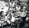 Korekiyo Takahashi with his grandchildren.jpg