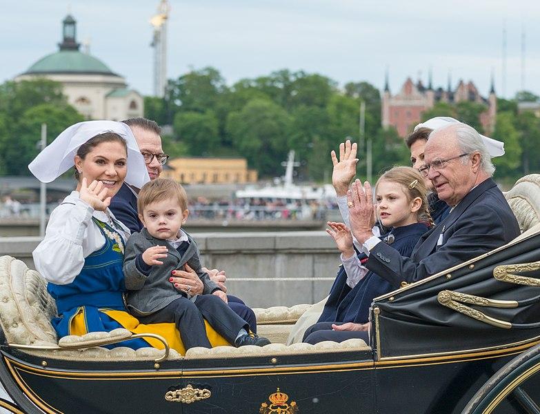File:Kungafamiljen på Nationaldagen 2018-3.jpg