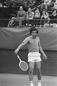 Kwartfinales tennistoernooi Melkhuisje, Kamiwazumi (Japan) in actie, Bestanddeelnr 927-3359.jpg