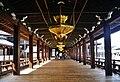 Kyoto Nishi Hongan-ji Korridor zwischen den Hallen 1.jpg
