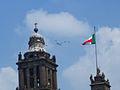 La Catedral Metropolitana de la Ciudad de México y aviones.jpg