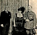 La señora Mariana Seva de Menocal, esposa del Hon. Presidente de la República, acompañada del Mariscal Foch, y del doctor Martínez Ortiz, ministro de Cuba en Francia.jpg