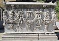 Lapidario del museo di izmir, sarcofago romano da aydin gemencik, II sec, 02.JPG
