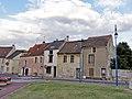 Le Thillay - Maisons murées rue de Paris.jpg