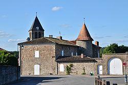 Le logis et le clocher Saint-Michel de Chabanais.JPG