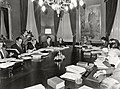 Leopoldo Calvo Sotelo preside la reunión del Consejo de Ministros. Pool Moncloa. 27 de noviembre de 1981.jpeg