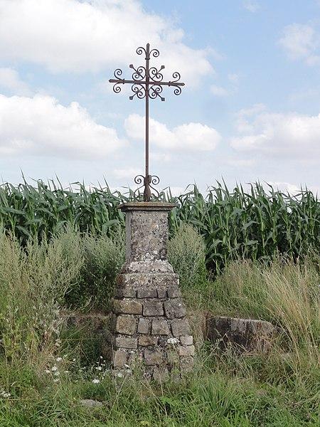 Levergies (Aisne) croix de chemin D 21 sur la hauteur