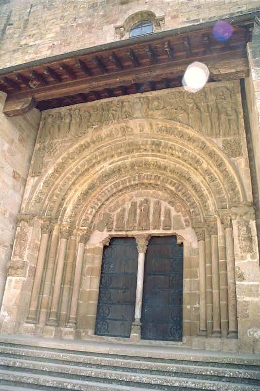 Leyre portico