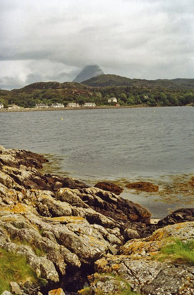 File:Lochinver - geograph.org.uk - 1255904.jpg