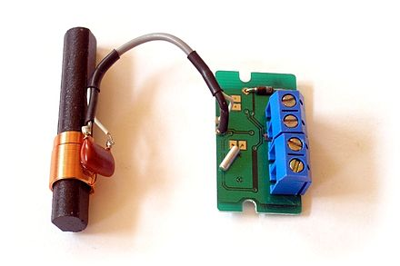 LC circuit (left) consisting of ferrite coil and capacitor used as a tuned circuit in the receiver for a radio clock Low cost DCF77 receiver.jpg