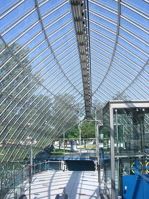 München - U-Bahn-Bahnhof St.-Quirin-Platz (Sperrengeschoss)