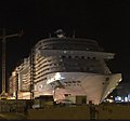 MSC Meraviglia à Saint-Nazaire de nuit.jpg