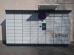 Mały paczkomat InPostu przy polskim supermarkecie Lewiatan przy ulicy Hożej w 60-tysięcznym Tomaszowie Mazowieckim.jpg