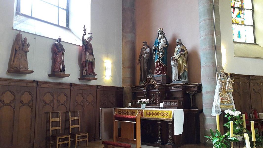 Marienaltoer an der lénkser Säitekapell vun der Mäerzeger Kierch