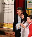 Mauricio Macri entregó diplomas a los alumnos que publicaron una primera antología de cuentos y poemas (7315836634).jpg