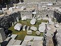 Mausoleo di alicarnasso, vasca rituale 01.JPG