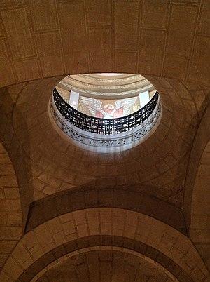 Mausoleum of Mărășești - Image: Mausoleul Eroilor (1916 1919) cupola din obscur de dedesubt