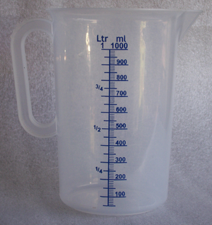 Cubic centimetre - A picture of a measuring cup holding 1000 ml, that is one litre (l) or 100 cl