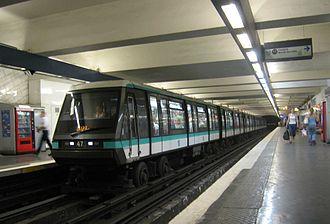 Hôtel de Ville (Paris Métro) - Image: Metro Paris rame MP89 ligne