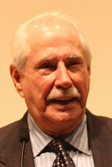 Mike Gravel (4361913984) (cropped)