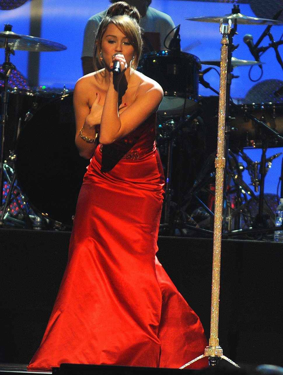 Miley Cyrus performs at the Kids Inaugural cropped 2