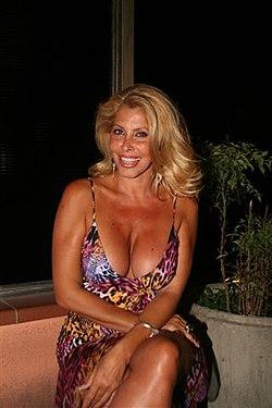 Milly d 39 abbraccio wikipedia la enciclopedia libre - Diva futura su sky ...