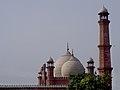 Minar of badshahi masjid.jpg