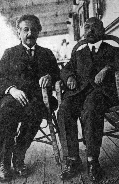 マルセイユから日本に向かう船上でのアインシュタインと三宅速(1922年10月)Wikipediaより