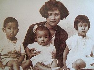 Bhumibol Adulyadej - Bhumibol (centre) with his mother and siblings Ananda Mahidol (left) and Galyani Vadhana (right)
