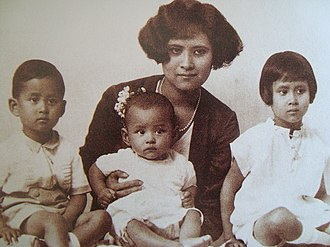 Bhumibol Adulyadej - Bhumibol (centre) with his mother and siblings Ananda Mahidol (left) and Galyani Vadhana (right)
