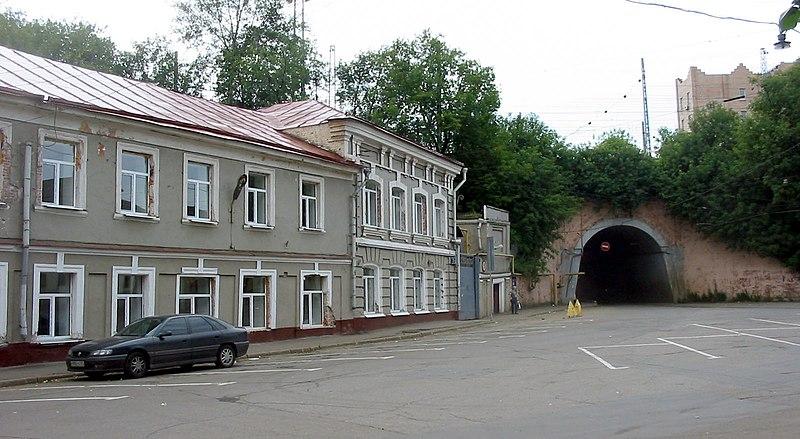 800px-Moscoqw%2C_Nijnaya_Syromyatnicheskaya_Street.jpg