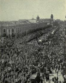 urss - Centenario de la revolución de Octubre 1917 en Rusia. 220px-Muchedumbre-levantamiento-bolchevique--insiderussianrev00dorrrich
