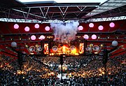 Vista general del escenario de los conciertos ofrecidos en junio de 2007 en el Estadio de Wembley. Estos conciertos fueron oficialmente publicados en el álbum H.A.A.R.P.