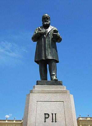 Paço de São Cristóvão - Statue of Emperor Pedro II in front of the palace.