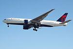 N708DN Boeing 777 Delta (14809031952).jpg