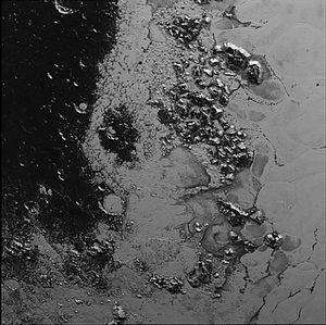 Cthulhu Regio - Image: NH Pluto Tombaugh Regio Mountain Range 20150714 IFV