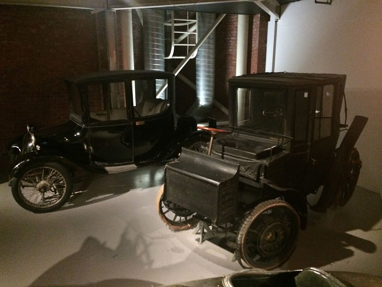 File:NTM Milburn 1919 and Jacob Lohner Ferdinand Porsche 1905 ...