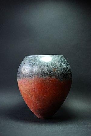 Amratian culture - Ovoid Naqada I (Amratian) black-topped terracotta vase, (c. 3800-3500 BC).
