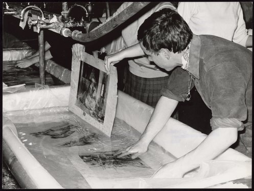 National Library manuscripts being washed in Florence after the 1966 flood of the Arno - UNESCO - PHOTO 0000001407 0001.tiff