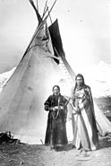 Nez-perce-couple-teepee-1900