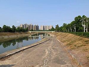 Sheung Shui - Ng Tung River, looking towards Sheung Shui