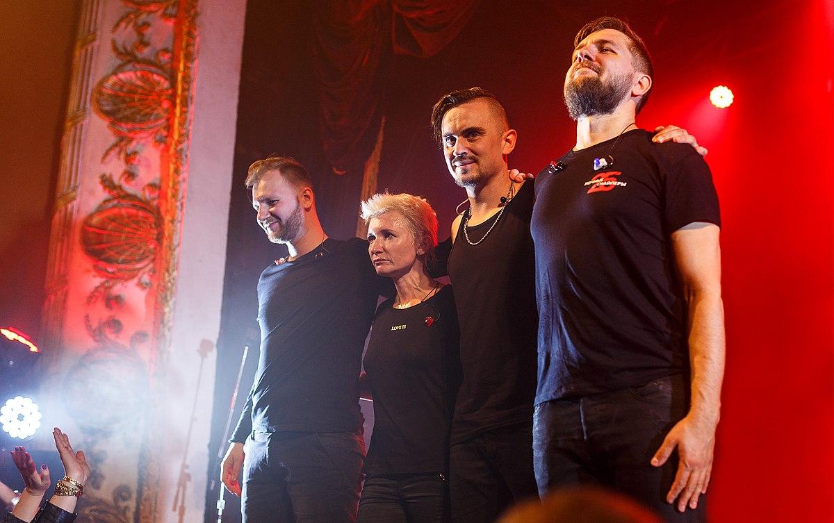 Ex-soloist of the Night Snipers Svetlana Surganova revealed the secret of her personal life 18.02.2013 71