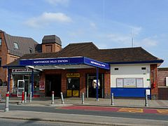 Northwood Hills tube station 2009.jpg