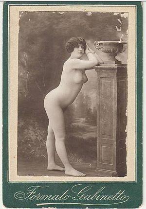 French postcard - Image: Nudo di donna Formato Gabinetto fotografia Pantano, Napoli