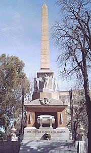 Obelisco Dos de mayo (Madrid) 01