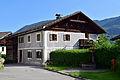 Oetz-Piburg - Bauernhaus aus dem 18 Jh mit Nepomukbrunnen.jpg