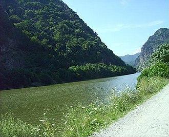 Olt River - Image: Oltul La Turnu Rosu
