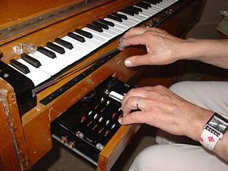 Ondes Martenot - Au ruban playing technique