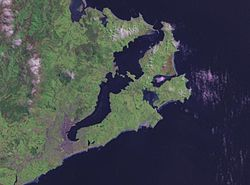 Eit NASA satellittfoto av Otago Peninsula og Otago Harbour.